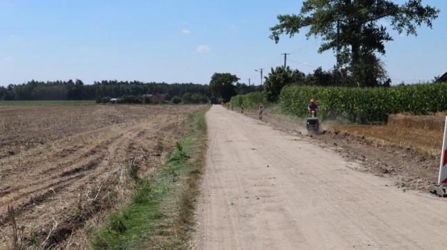 [FOTO] Ponad pół miliona na remont drogi. ''To odpowiedź na potrzeby mieszkańców'' - Zdjęcie główne