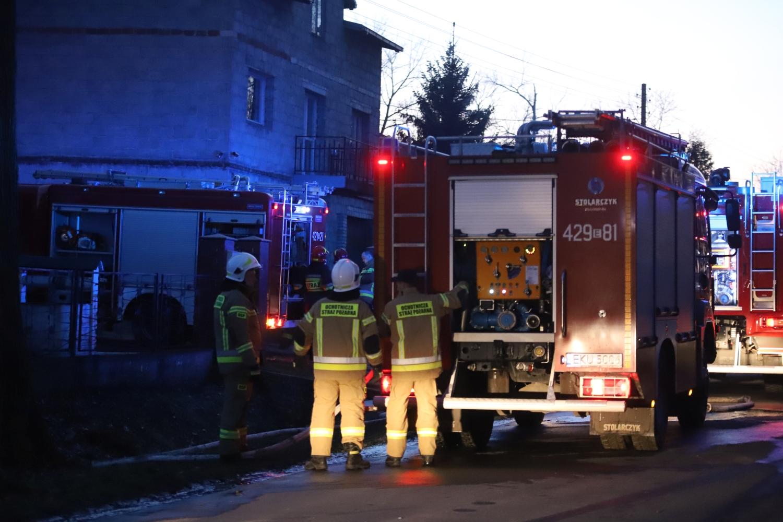 [ZDJĘCIA] Groźny pożar i niespodziewane problemy strażaków. W akcji kilka zastępów - Zdjęcie główne
