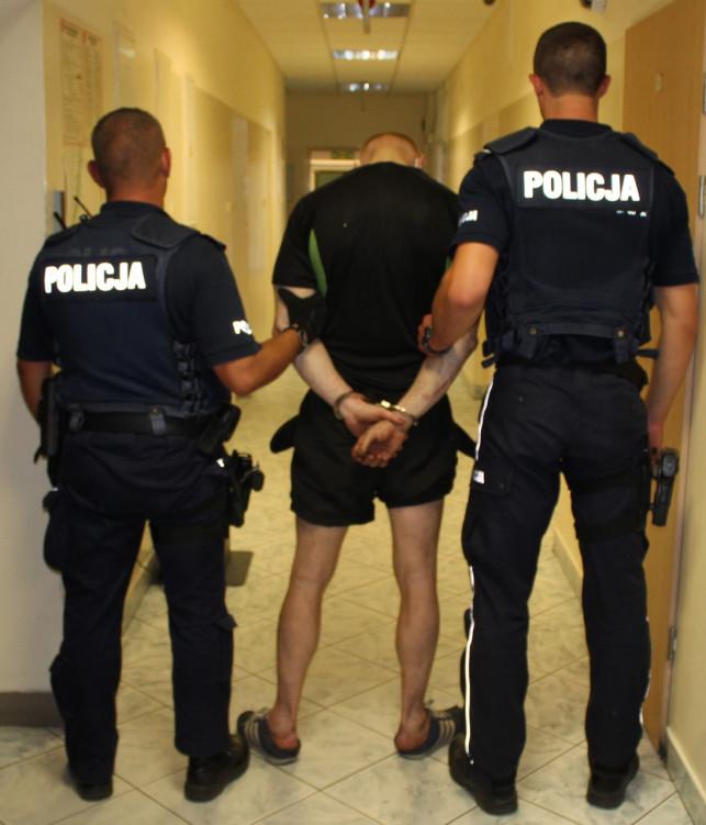[FOTO] Kutnianin wpadł za miedzą. Kryminalni zabezpieczyli 165 kg ''lewego'' towaru - Zdjęcie główne