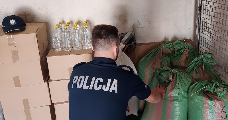 Lewy alkohol, papierosy bez akcyzy i marihuana. 42-latek w rękach kutnowskich kryminalnych [ZDJĘCIA]  - Zdjęcie główne