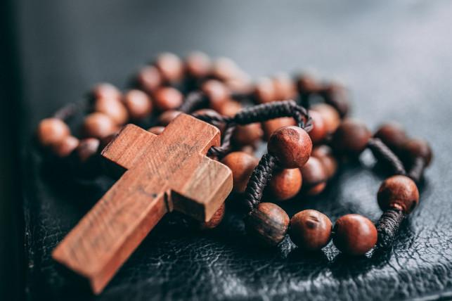 Modlitwy przy pomocy różańca - Zdjęcie główne