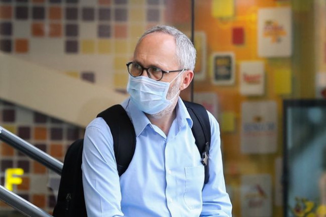 Urząd Miasta wspiera seniorów. ''Otrzymają maseczki wykonane przez kutnowskie firmy'' - Zdjęcie główne