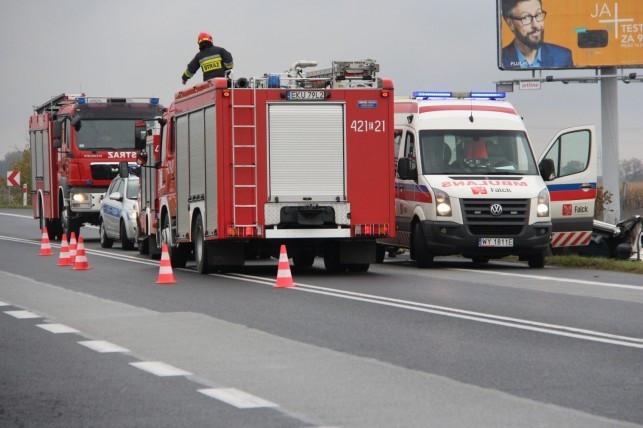 Honda wylądowała w rowie. Ranny kierowca i pasażerka - Zdjęcie główne