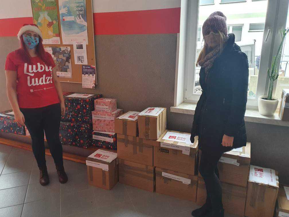 Oddział ZUS w Łodzi pomoże rodzinie z Kutna. Pracownicy przygotowali Szlachetną Paczkę - Zdjęcie główne