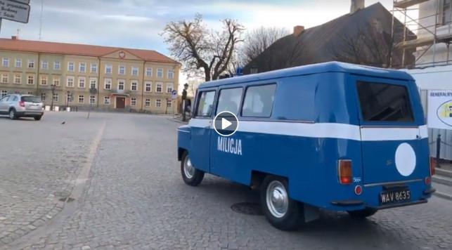 [WIDEO] PRL w Kutnie! Milicja apeluje z głośników ws. koronawirusa - Zdjęcie główne