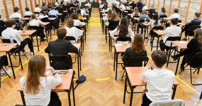 Jutro ruszają egzaminy ósmoklasistów. Potrwają trzy dni, zapowiedziano reżim sanitarny - Zdjęcie główne