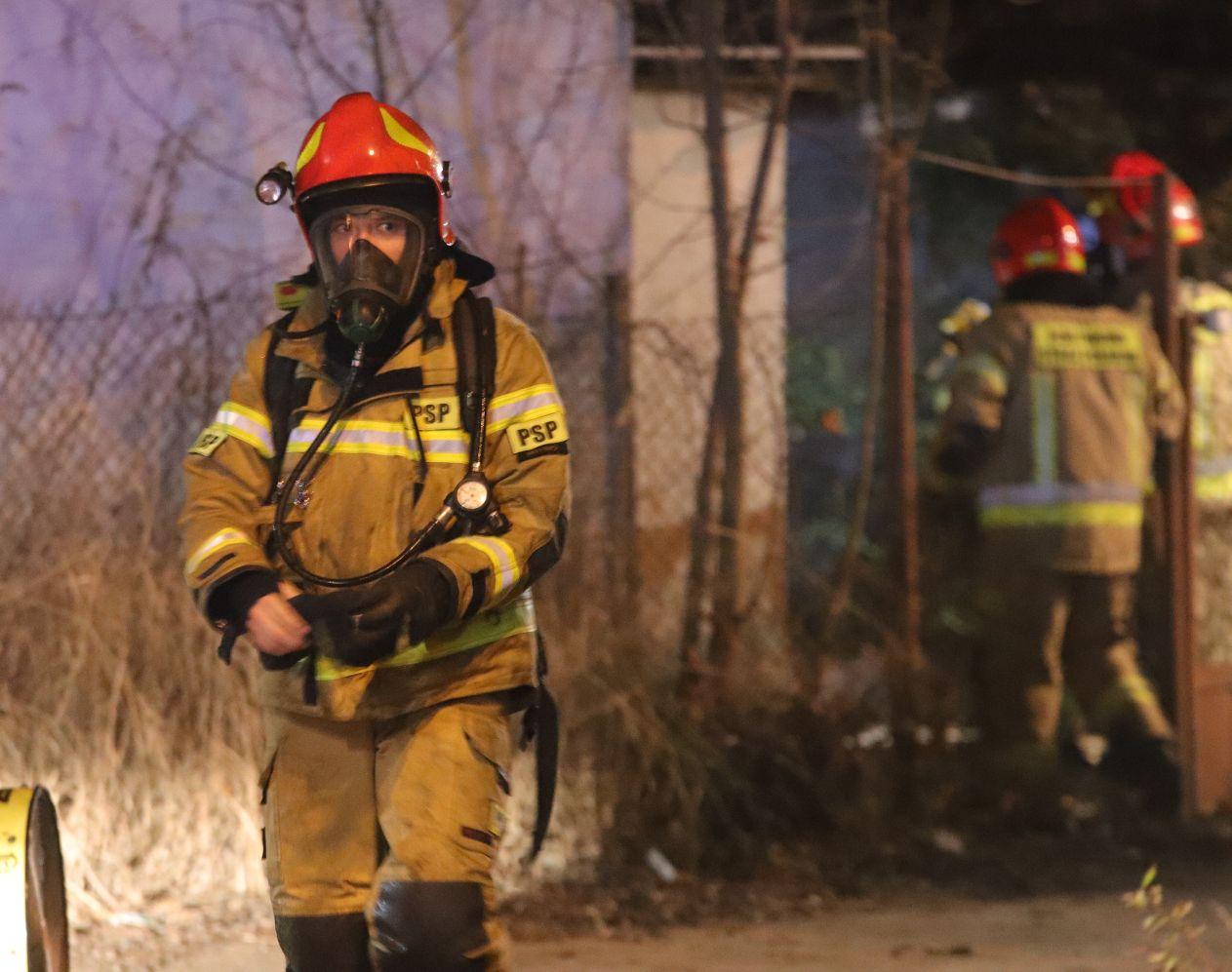 [ZDJĘCIA] Pożar w Kutnie. Trwają działania straży pożarnej - Zdjęcie główne