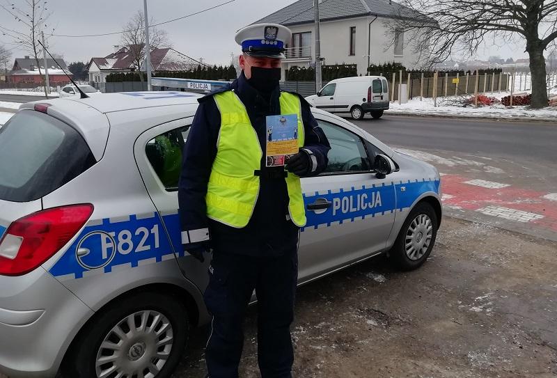 [ZDJĘCIA] Kutnowscy policjanci rozdawali ulotki i plakaty... w trzech językach. O co chodzi?  - Zdjęcie główne