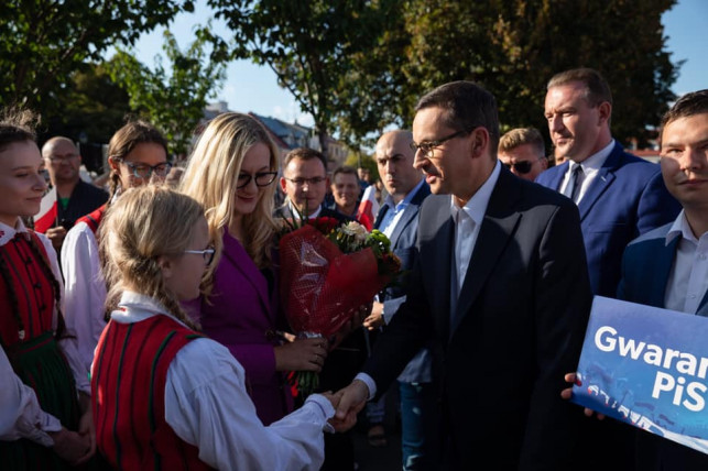 [WIDEO, ZDJĘCIA] Premier Mateusz Morawiecki przyjechał z wizytą: ''Państwo płaci z podatków, które zabraliśmy przestępcom'' - Zdjęcie główne