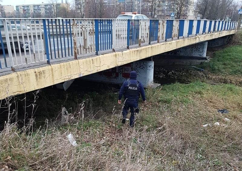 """[FOTO] Kutnowscy policjanci pomagają bezdomnym. """"Reagujemy na każde wezwanie"""" - Zdjęcie główne"""