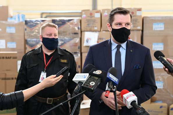 [ZDJĘCIA] Walki z pandemią ciąg dalszy. Wkrótce rozdadzą aż 10 milionów… - Zdjęcie główne