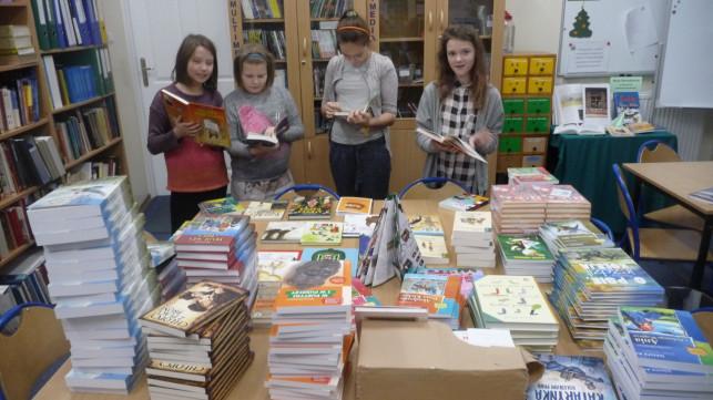 Mikołajkowa dostawa książek w SP Nr 2 - Zdjęcie główne