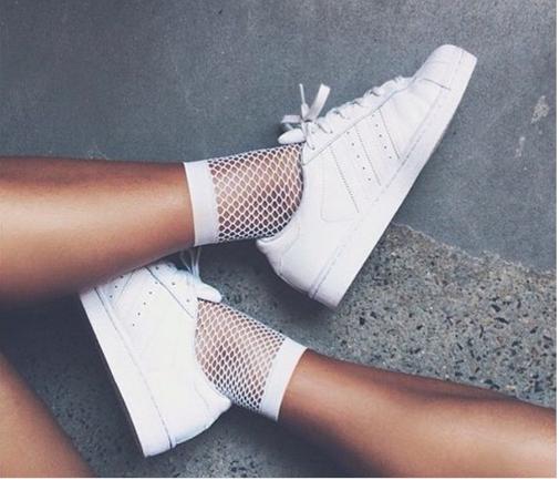 W jaki sposób nosić sneakersy do pracy? - Zdjęcie główne
