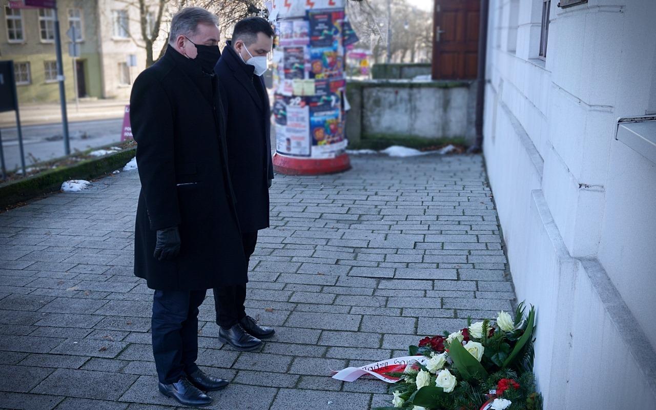 [ZDJĘCIA] Kutno pamięta o poległych w Powstaniu Styczniowym. Złożono kwiaty pod tablicą bohaterów - Zdjęcie główne