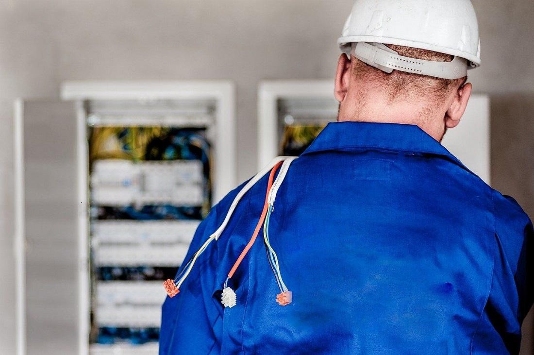 Zawód elektryk w rok- pewna praca, dobra płaca - Zdjęcie główne