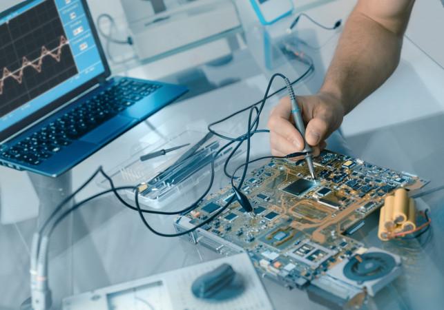 Jak poradzić sobie z usterką sprzętu elektronicznego? - Zdjęcie główne
