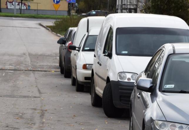 Pijani szli ulicą i niszczyli auta. Najmłodszy ma 14 lat - Zdjęcie główne