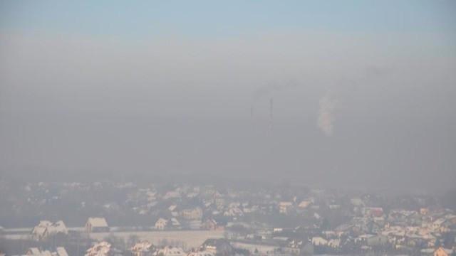 Kilkadziesiąt interwencji Straży. Mieszkańcy palą śmieci - Zdjęcie główne