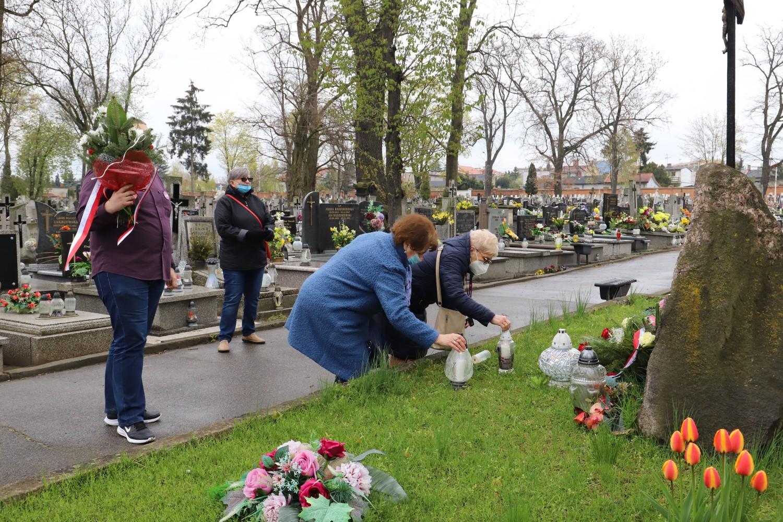 Złożyli kwiaty pod pomnikiem ofiar rewolucji [ZDJĘCIA] - Zdjęcie główne