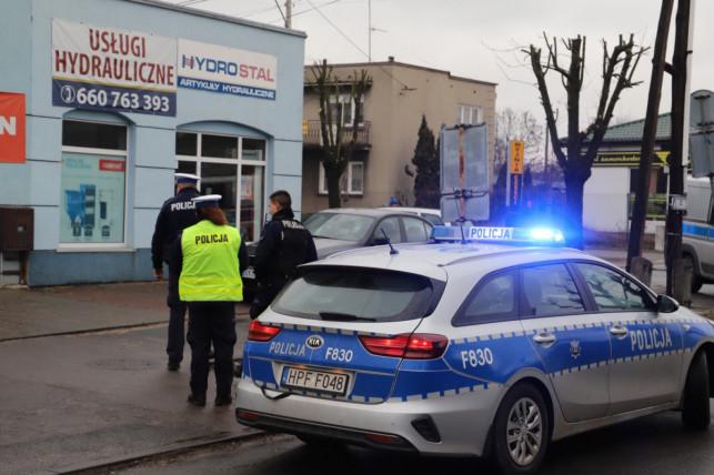 [FOTO] Pijany rozbił kilka aut i uciekł, złapał go mieszkaniec! ''Dzięki niemu zatrzymano potencjalnego zabójcę'' - Zdjęcie główne