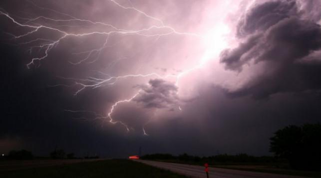 Nad powiat kutnowski nadciąga burza. Podmuchy wiatru nawet do 115 km/h! - Zdjęcie główne