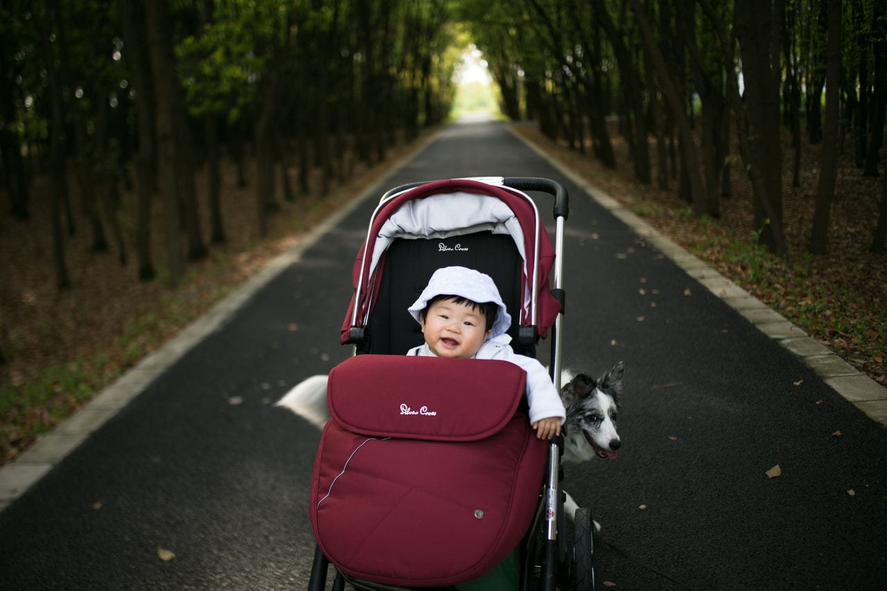Dodatki do wózka spacerowego - co powinno się dokupić do spacerówki? - Zdjęcie główne