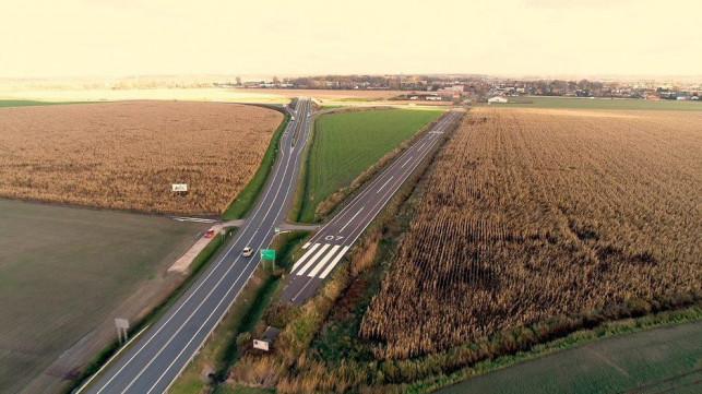 Lądowisko dla samolotów w Krośniewicach. Byli tam m.in. turyści z Niemiec - Zdjęcie główne