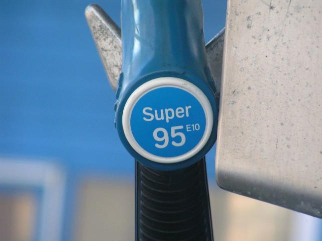 Chcesz ograniczyć koszty paliwa? Poznaj kilka sposobów na tańsze tankowanie - Zdjęcie główne