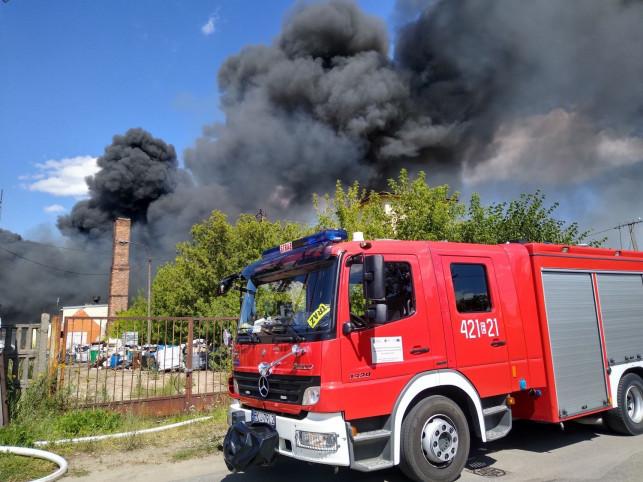 [ZDJĘCIA/WIDEO] Eksplozje i czarny dym nad miastem. Olbrzymi pożar na wysypisku na Majdanach! - Zdjęcie główne
