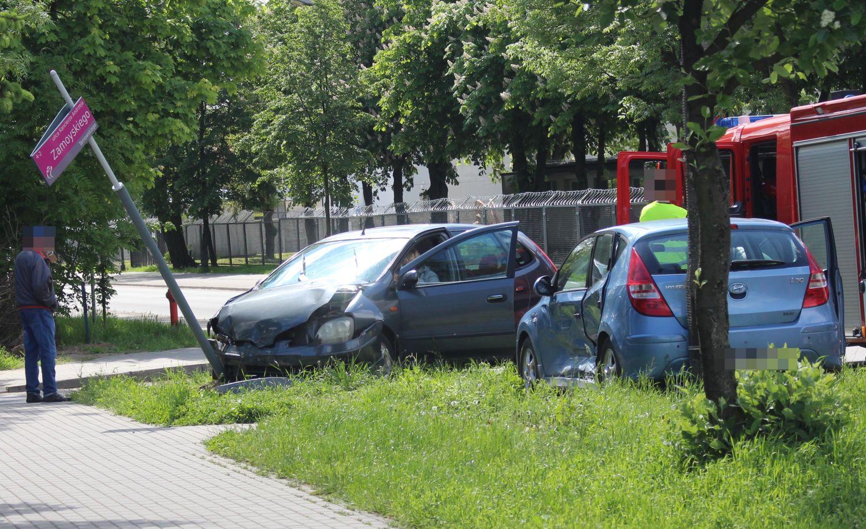 Zderzenie dwóch aut w Kutnie. Akcja służb i utrudnienia w ruchu [ZDJĘCIA] - Zdjęcie główne