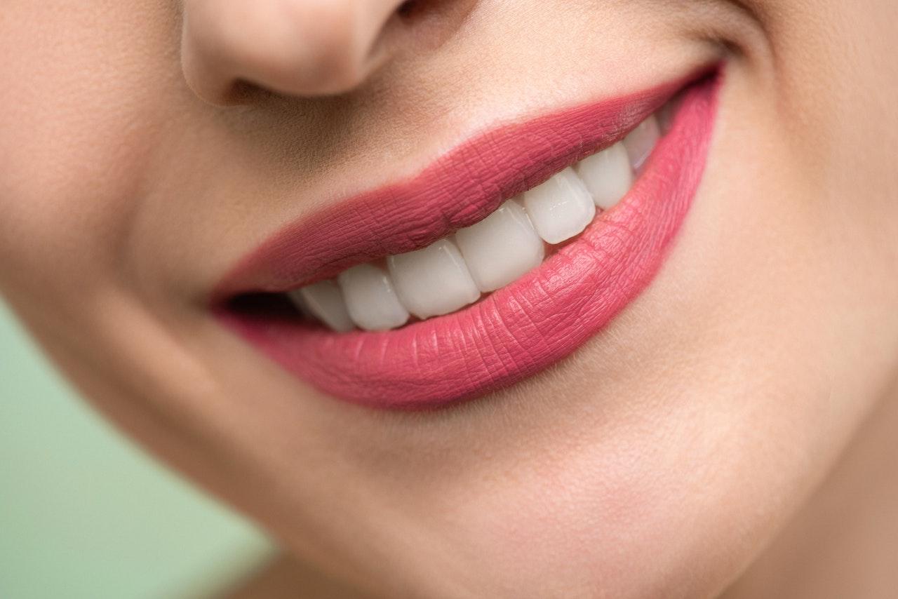 Ceny implantów zębowych a jakość materiału  - Zdjęcie główne