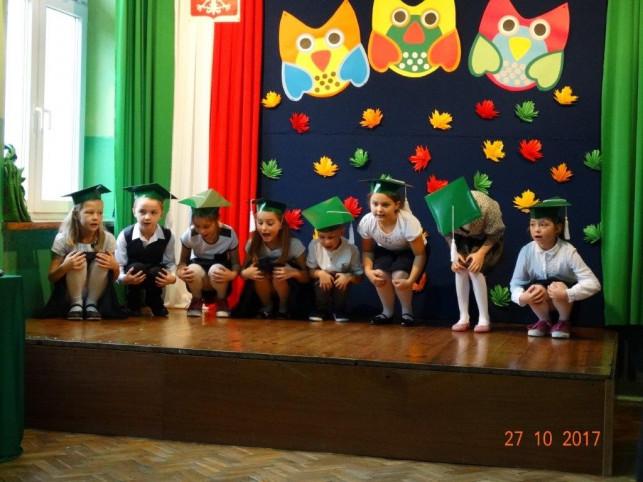 """""""Ślubujemy!"""" - pierwszaki ze szkoły w Kaszewach przyjęte w grono uczniów - Zdjęcie główne"""