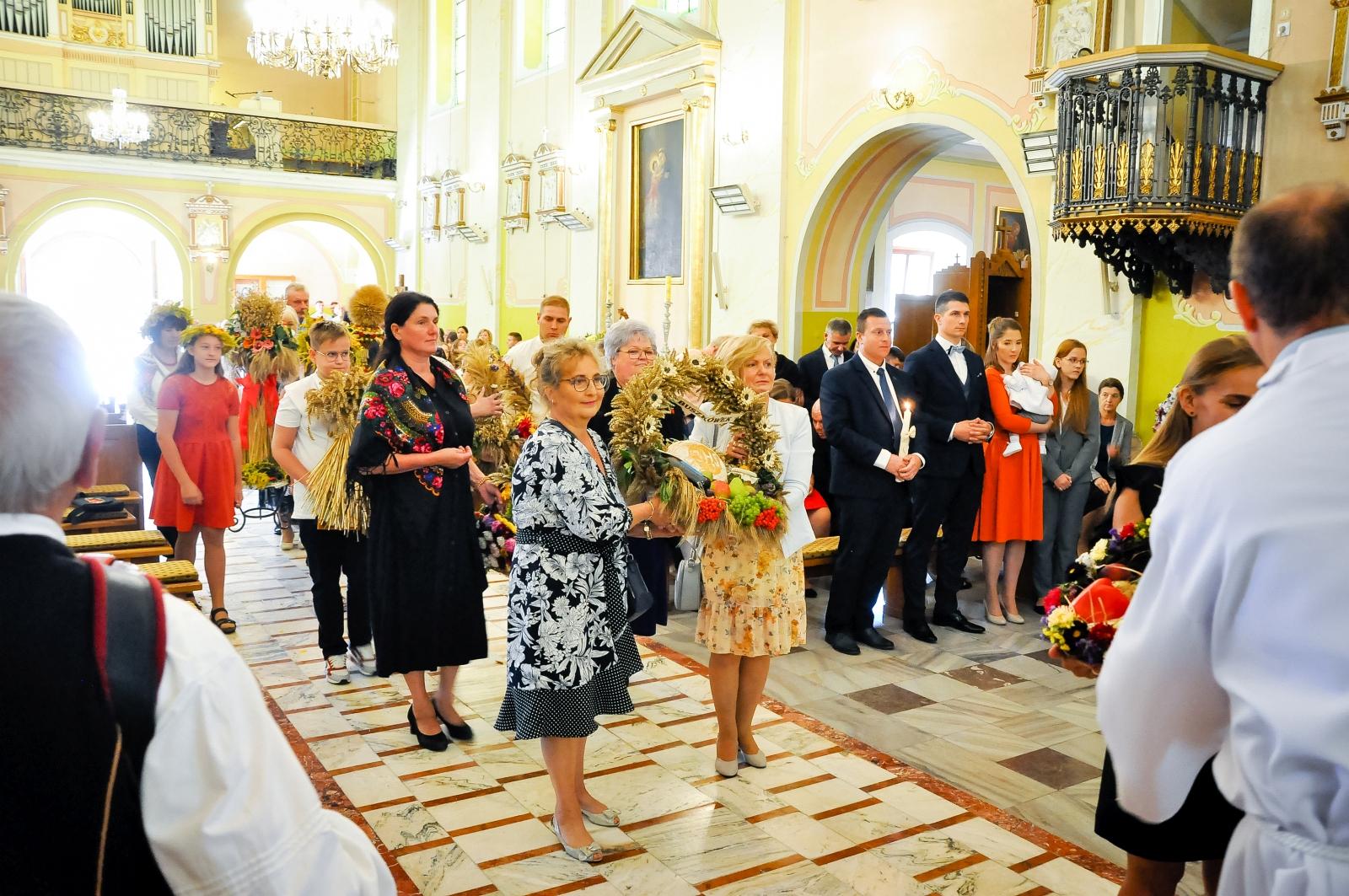 Gmina Żychlin dziękuje za plony. Za nami dożynki gminno-parafialne [ZDJĘCIA] - Zdjęcie główne