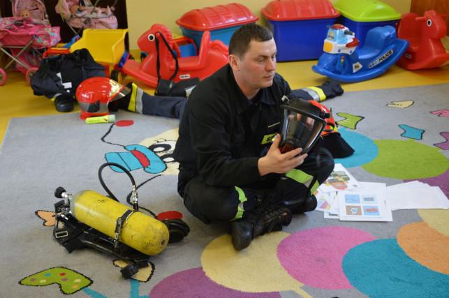 Strażacy z wizytą w przedszkolu - Zdjęcie główne