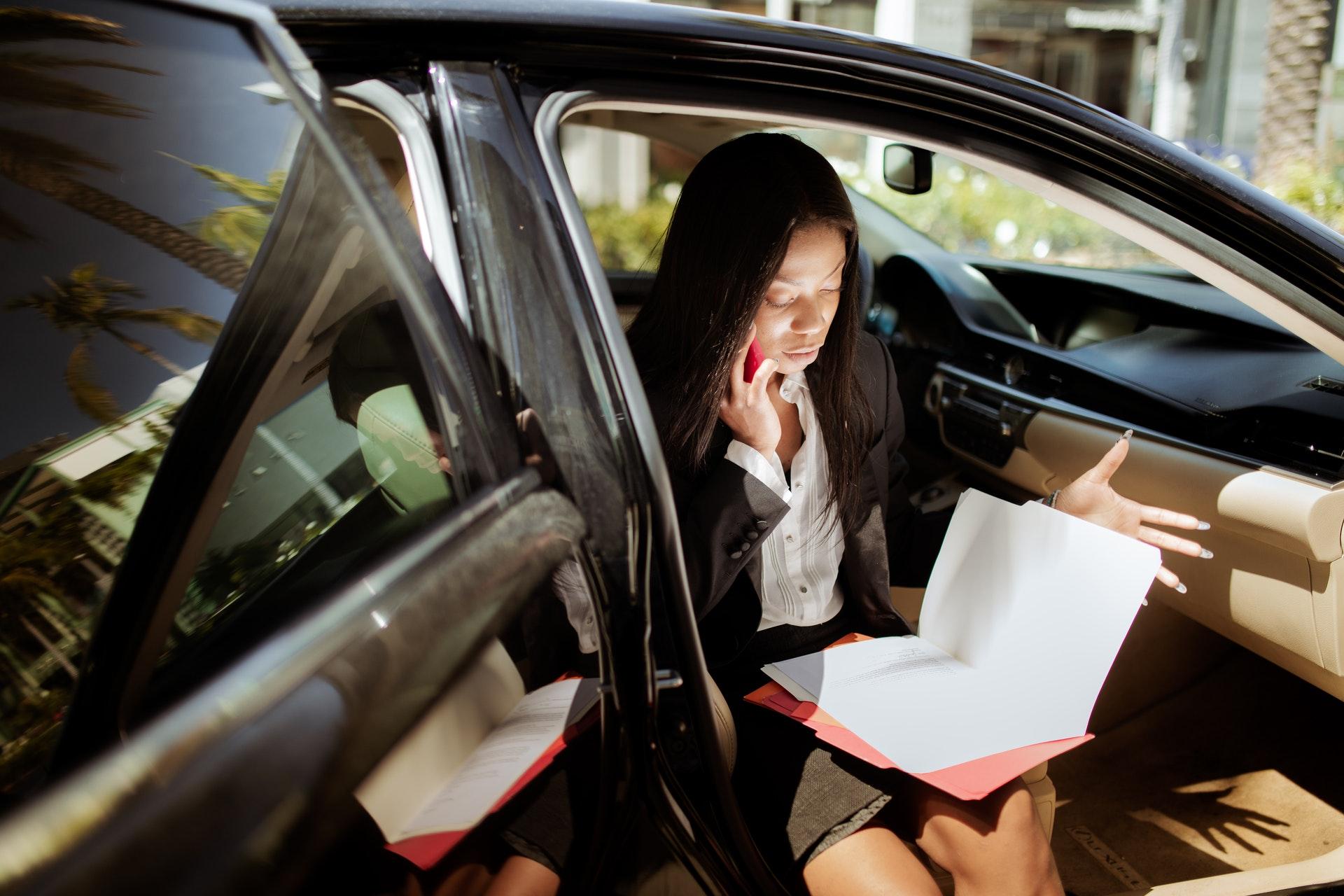 Tłumaczenia dokumentów samochodowych – kiedy są potrzebne? - Zdjęcie główne