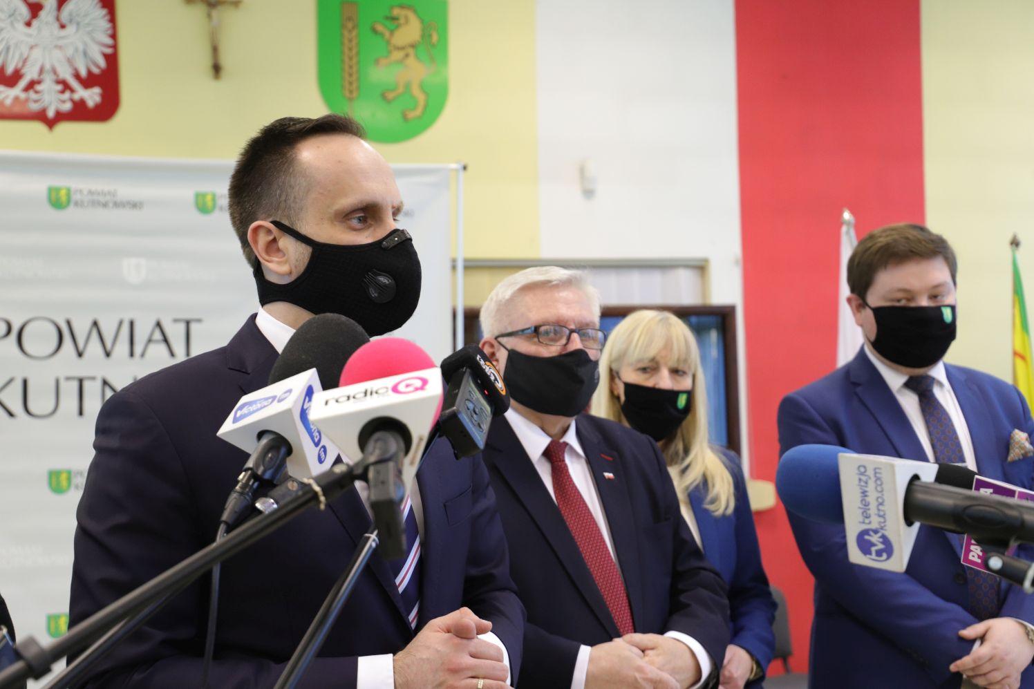 """[ZDJĘCIA/WIDEO] Wiceminister Janusz Kowalski w Kutnie: """"Rząd i samorządy muszą dobrze współpracować"""" - Zdjęcie główne"""