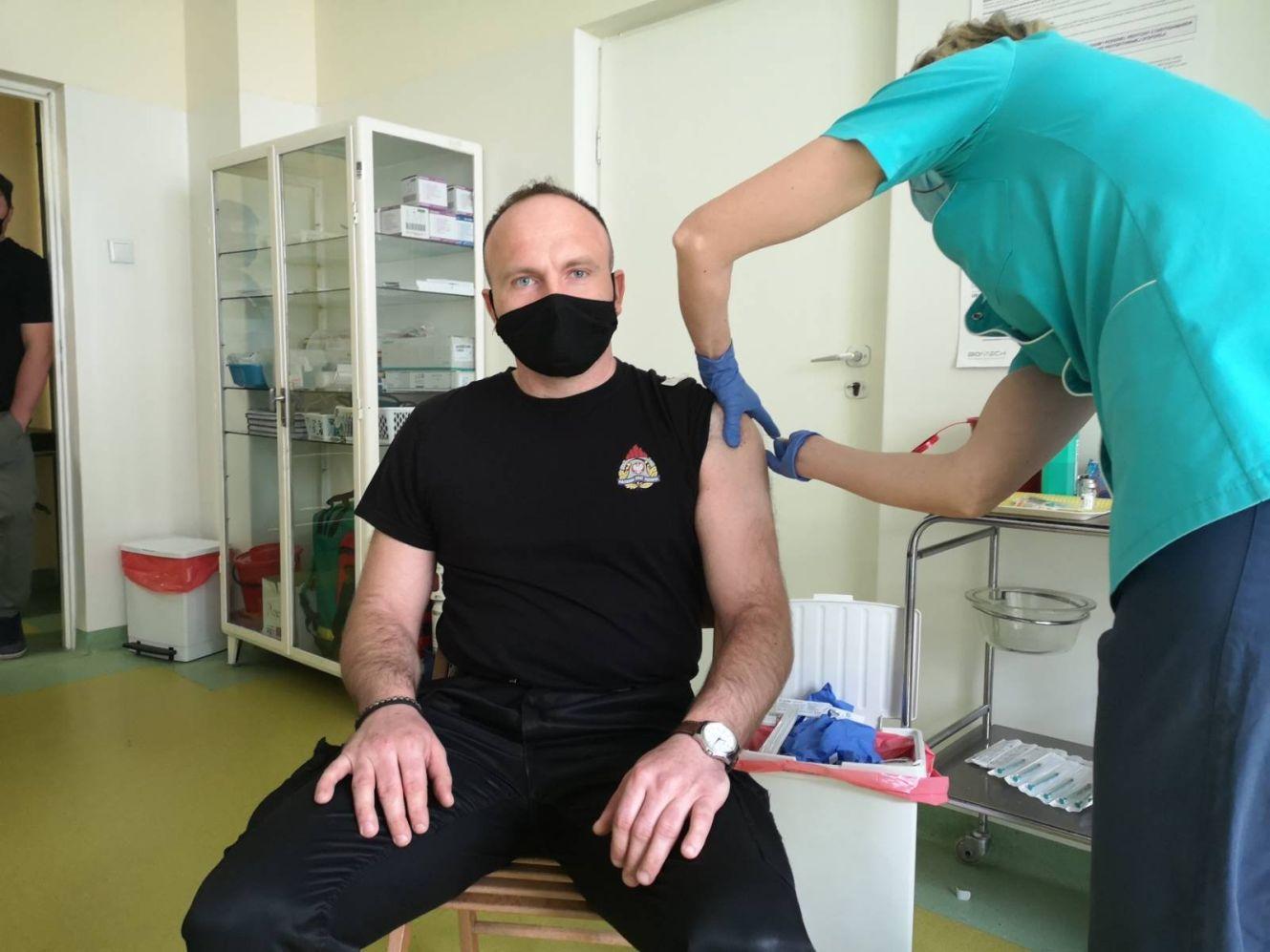 [ZDJĘCIA] Kutnowscy strażacy szczepią się przeciwko COVID-19 - Zdjęcie główne