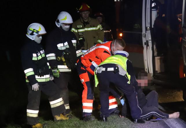 [ZDJĘCIA] Gruzin dachował w rowie, potem groził strażakom i ratownikom! Był kompletnie pijany?! - Zdjęcie główne