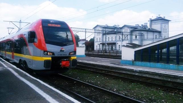 Uwaga pasażerowie ŁKA: duże zmiany w rozkładzie jazdy. Zobaczcie, jak będą kursować pociągi z Kutna - Zdjęcie główne