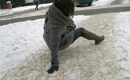 Uwaga mieszkańcy! Meteorolodzy ostrzegają: na drogach i chodnikach może być naprawdę ślisko - Zdjęcie główne