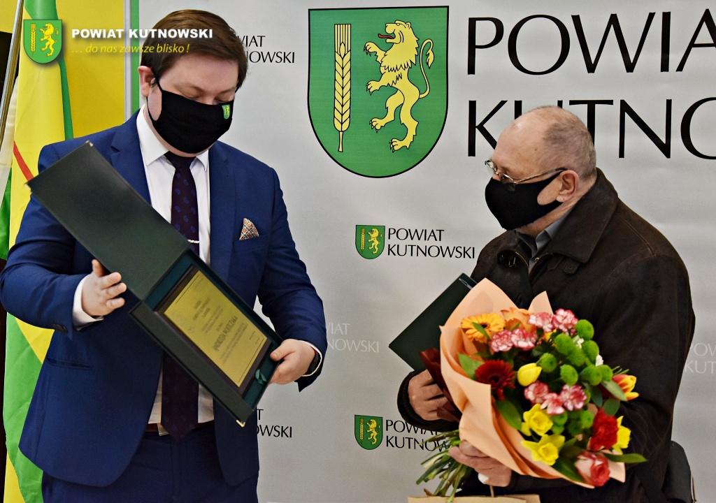 [ZDJĘCIA] Lokalny artysta wyróżniony przez władze. Otrzymał Nagrodę Starosty Kutnowskiego - Zdjęcie główne