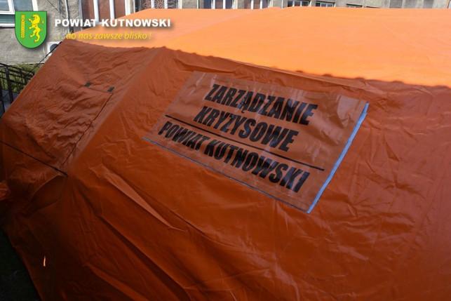 [ZDJĘCIA] Nowy namiot przed szpitalem. Co się w nim znajduje? - Zdjęcie główne