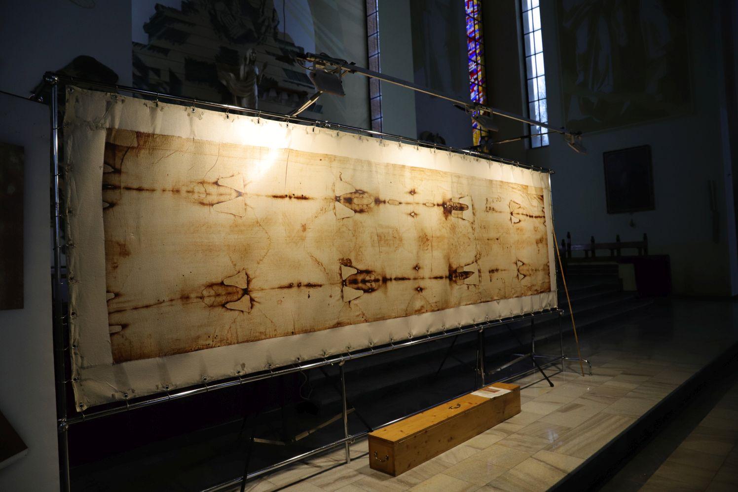 [FOTO] Wierna replika Całunu Turyńskiego w Kutnie. Można ją podziwiać w jednym z kościołów - Zdjęcie główne