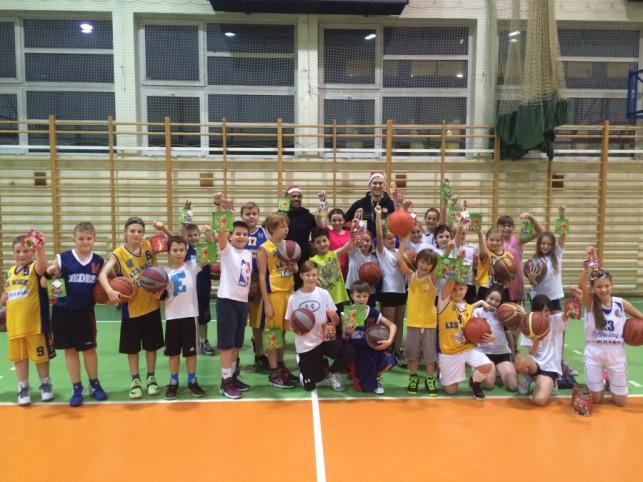 Koszykarze Polfarmex'u Kutno z wizytą u młodszych kolegów!  - Zdjęcie główne
