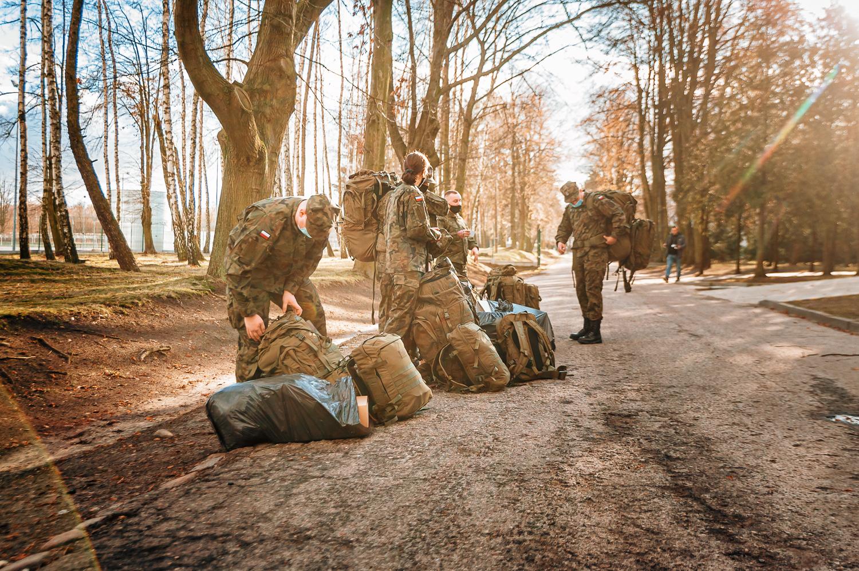 [ZDJĘCIA] Kilkudziesięciu ochotników na szkoleniu w Kutnie. Terytorialsi poszerzają szeregi - Zdjęcie główne