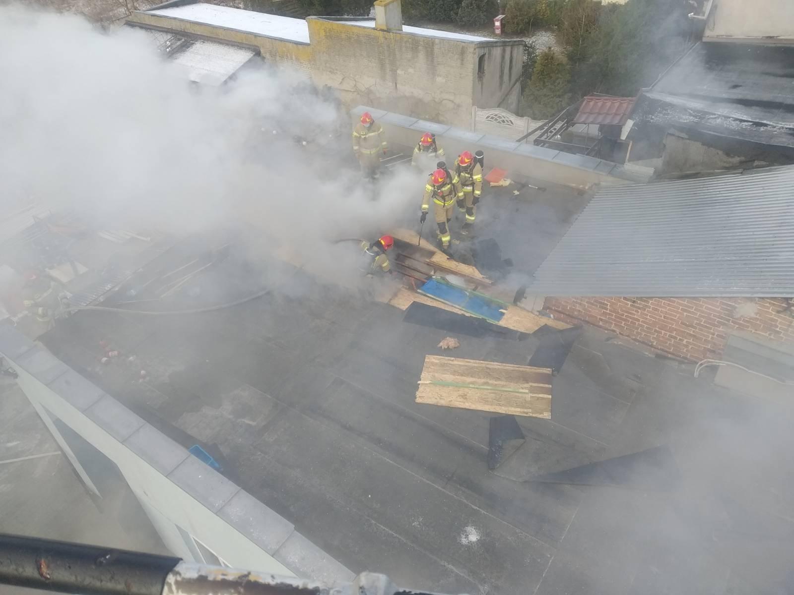 [FOTO] Pożar w centrum Kutna. W akcji kilka zastępów - Zdjęcie główne