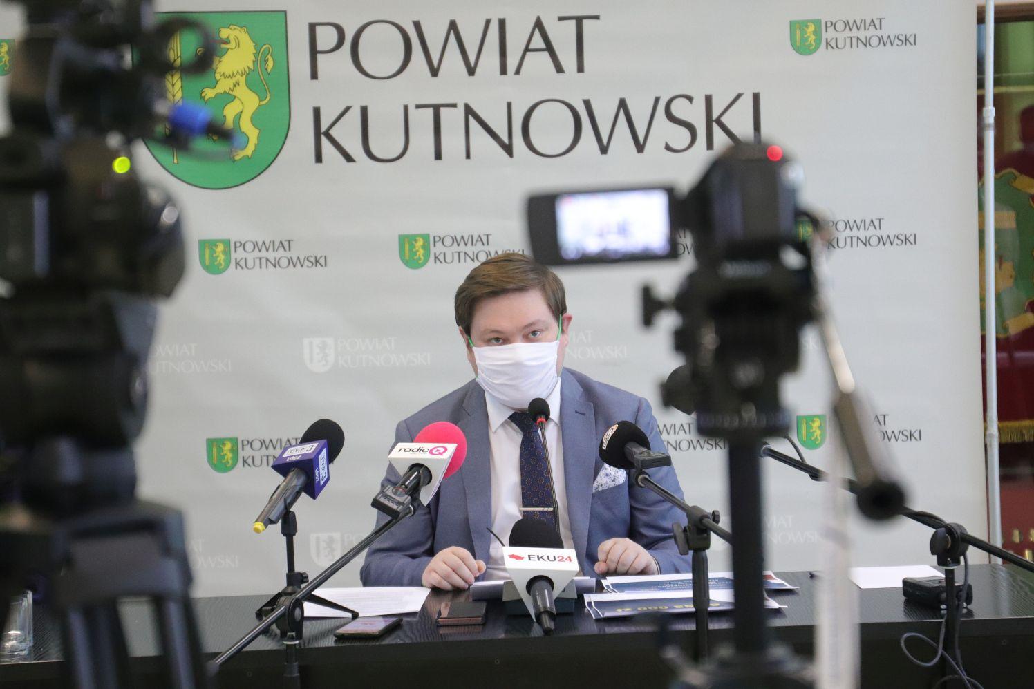 [ZDJĘCIA] Miliony złotych wędrują do powiatu kutnowskiego. Władze komentują - Zdjęcie główne