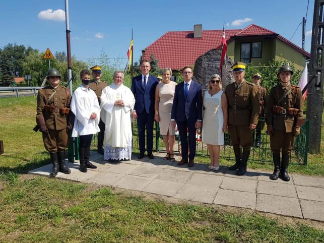 [ZDJĘCIA] W gminie Bedlno pamiętali o bohaterach. Przybyli samorządowcy i senator - Zdjęcie główne