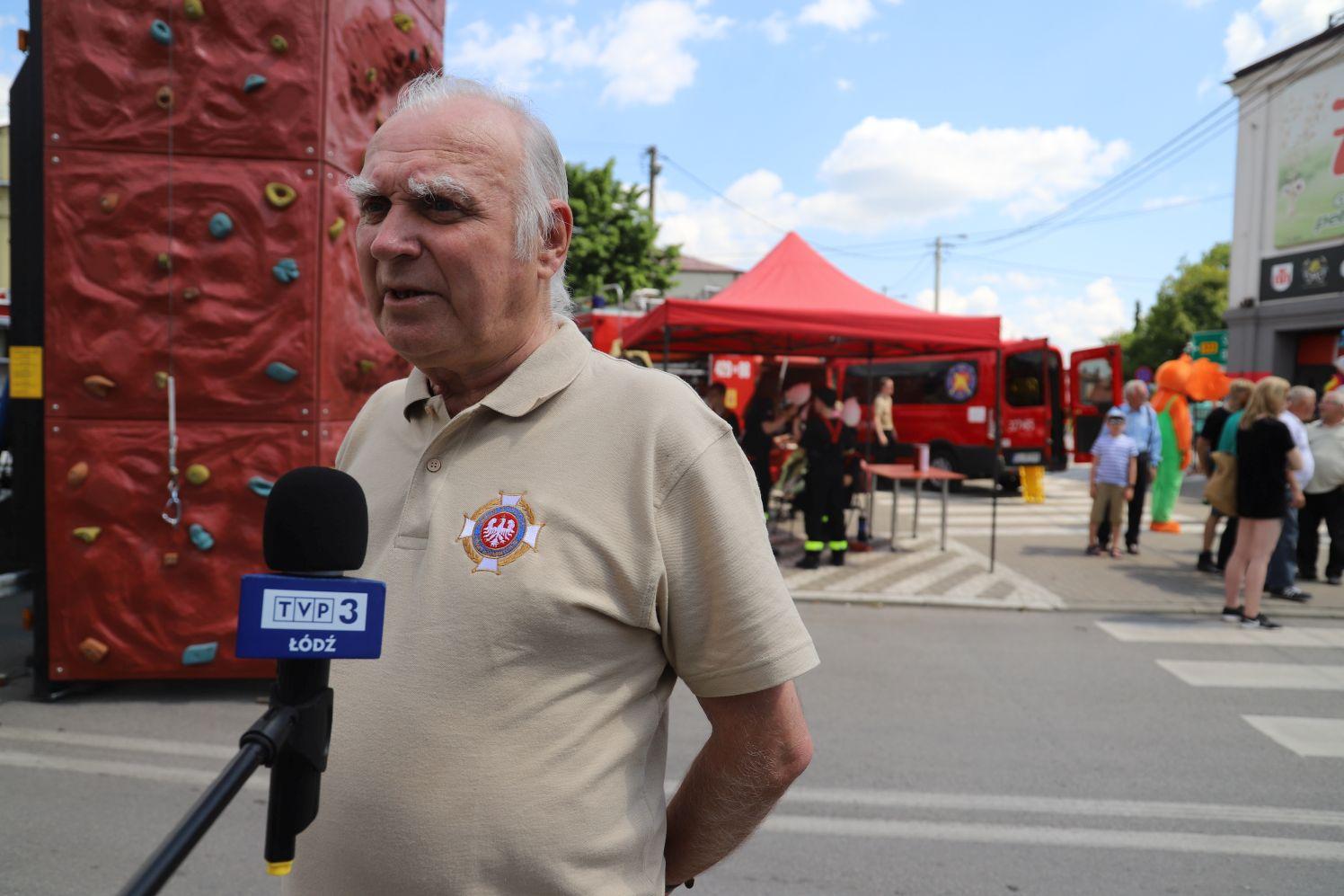 Pan Zdzisław do 65 roku życia jeździł na akcje. To jeden z najstarszych strażaków w powiecie kutnowskim - Zdjęcie główne