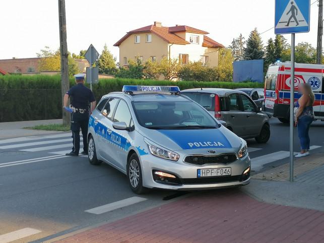 [AKTUALIZACJA, ZDJĘCIA] Potrącenie pieszej na Łęczyckiej. Na miejscu policja i pogotowie - Zdjęcie główne